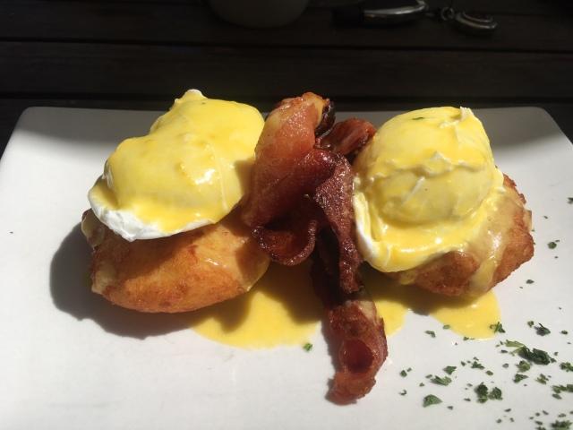 Pastis Eggs Benedict